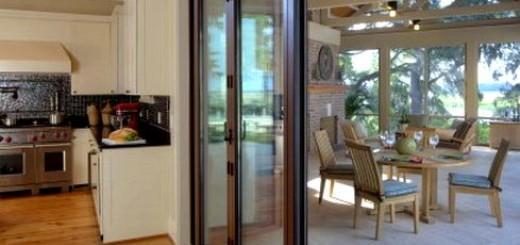 Види і використання засклених дверей