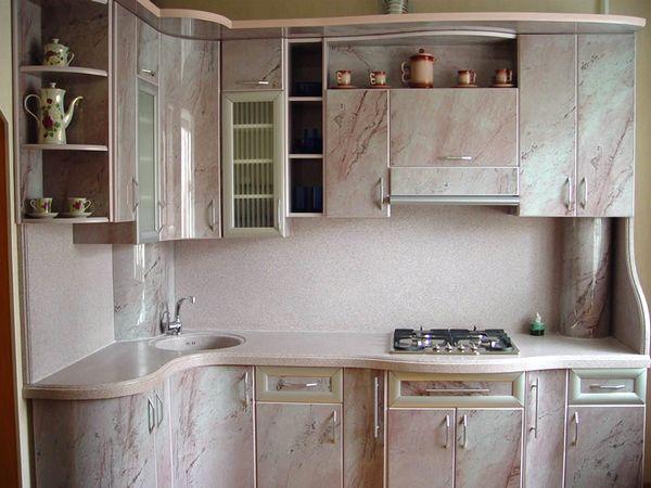 заховати труби на кухні